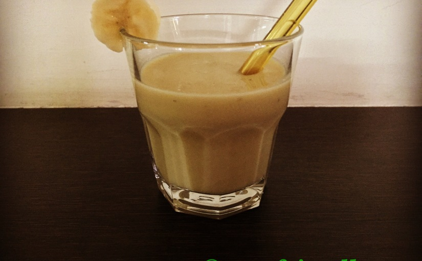 DIY homemade organic banana milkshake recipe