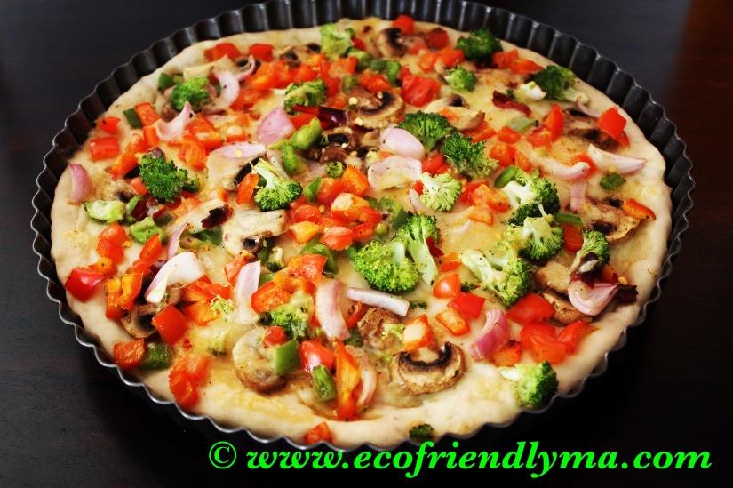 Homemade veg pizza 🍕with fresh bakedpizzabase