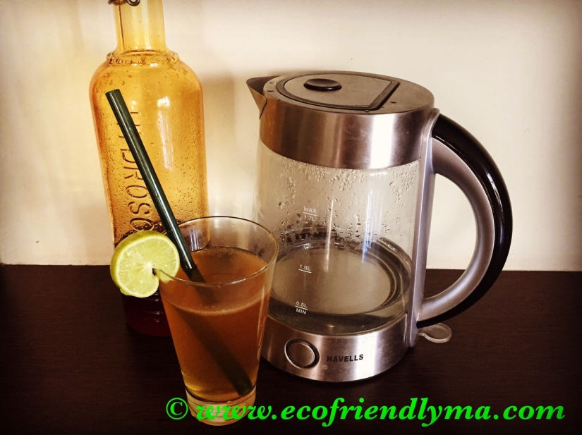 Detoxifying warm lemon 🍋 juice 🍸 with honey🍯